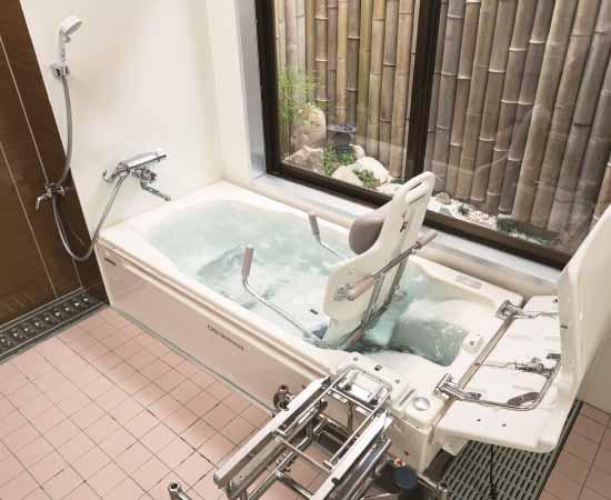 チェアーインタイプの介護浴槽